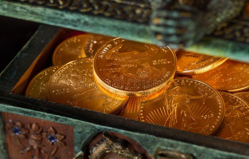 Samlingen av ett uns guld- myntar royaltyfria bilder