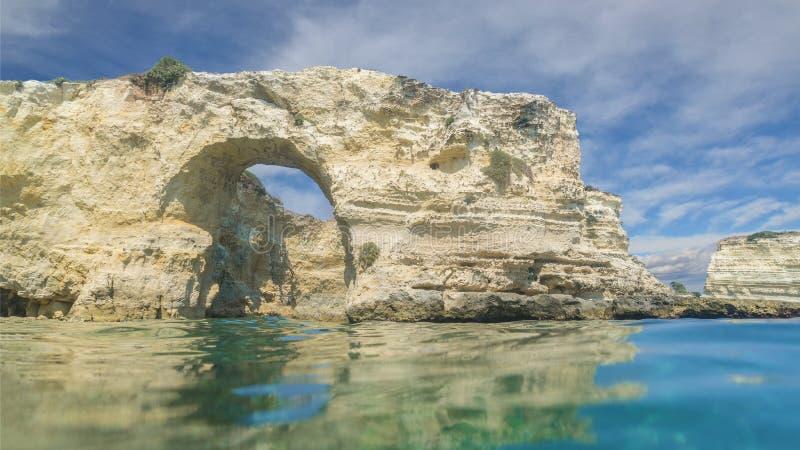 Buntar av Torre Sant Andrea, Salento kust, Puglia region, Italien royaltyfri fotografi