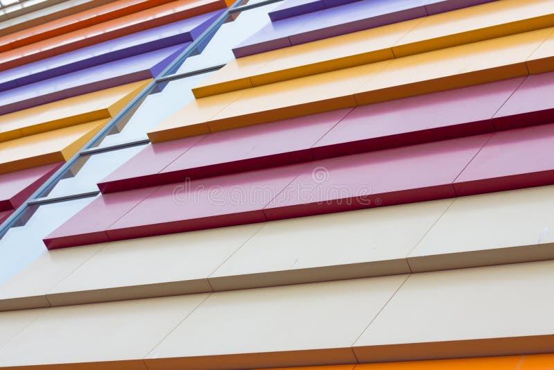 Bunte Abstraktion der Fassade des Gebäudes stockfotos