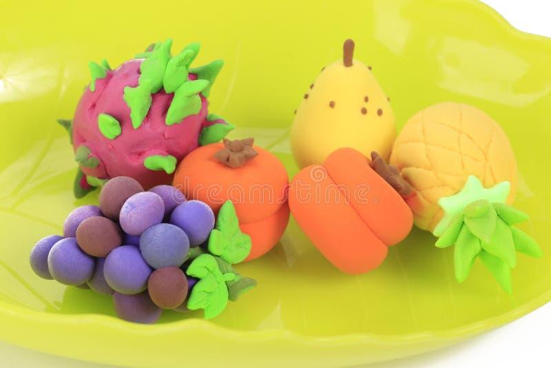Bunte Ananas Trauben, Persimonen, pitayas, Birnenteig stockfotos