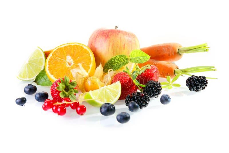 Bunte Anzeige des frischen Obst und Gemüse lizenzfreies stockbild