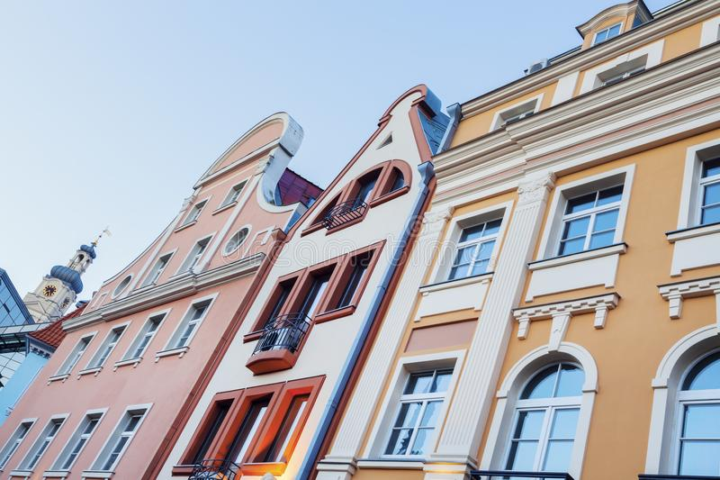 Bunte Architektur alter Stadt Rigas stockfotos