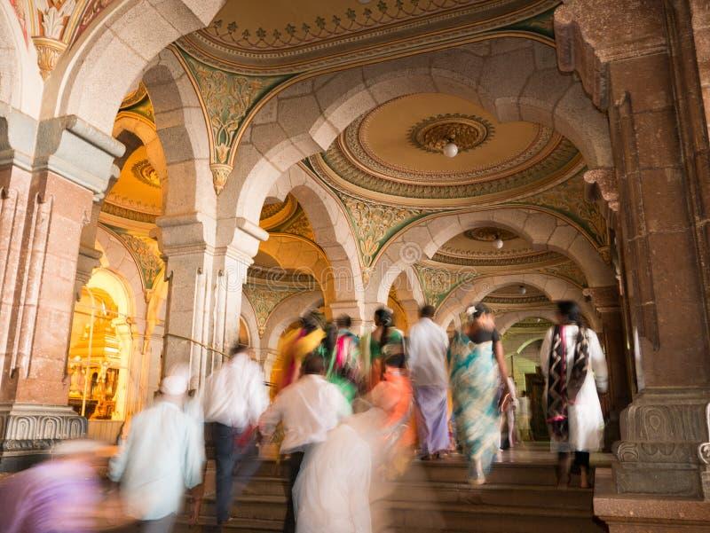 Bunte aufwändige Innenhallen königlichen Mysore-Palastes, Karnataka, Indien lizenzfreie stockfotos
