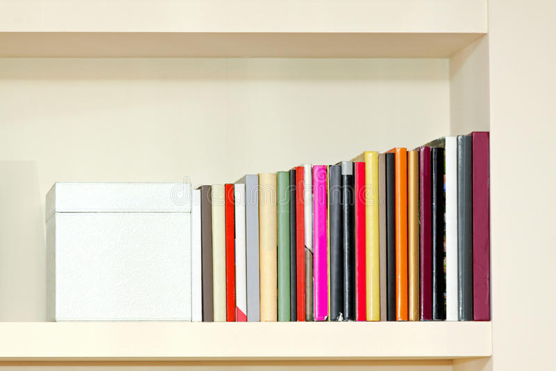 Bunte Bücher lizenzfreie stockfotos