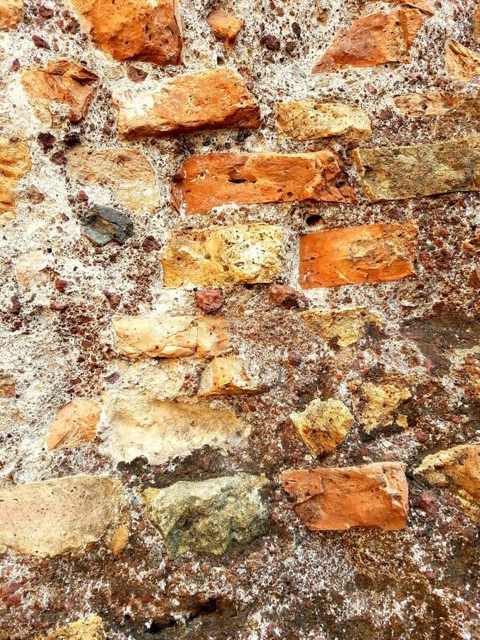 Bunte Backsteinmauer stockfotos