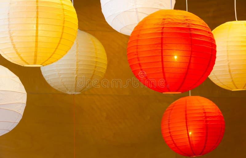Bunte Ballonpapierlampen lizenzfreies stockbild