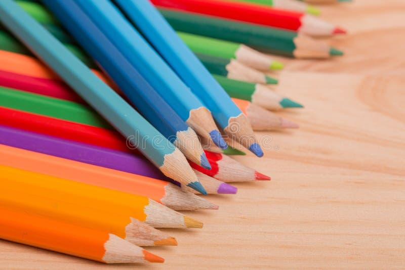 Download Bunte Bleistifte stockbild. Bild von mischung, zusammenstellung - 96926645