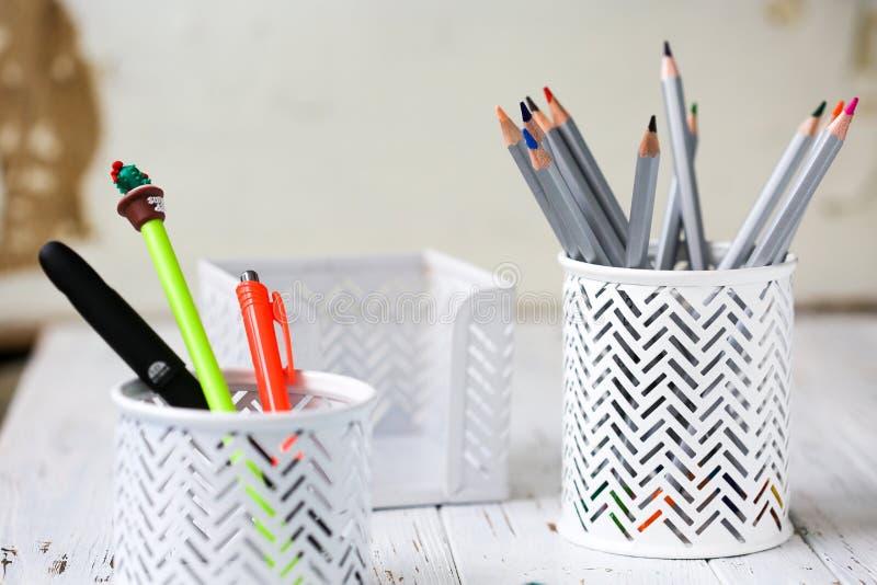 Bunte Bleistifte für das Zeichnen Bleistifte für Kunst stockbild