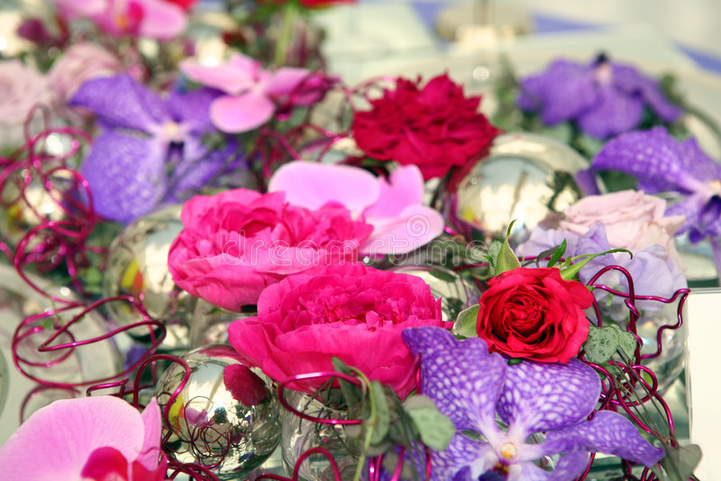 Bunte Blumenanordnung stockbild
