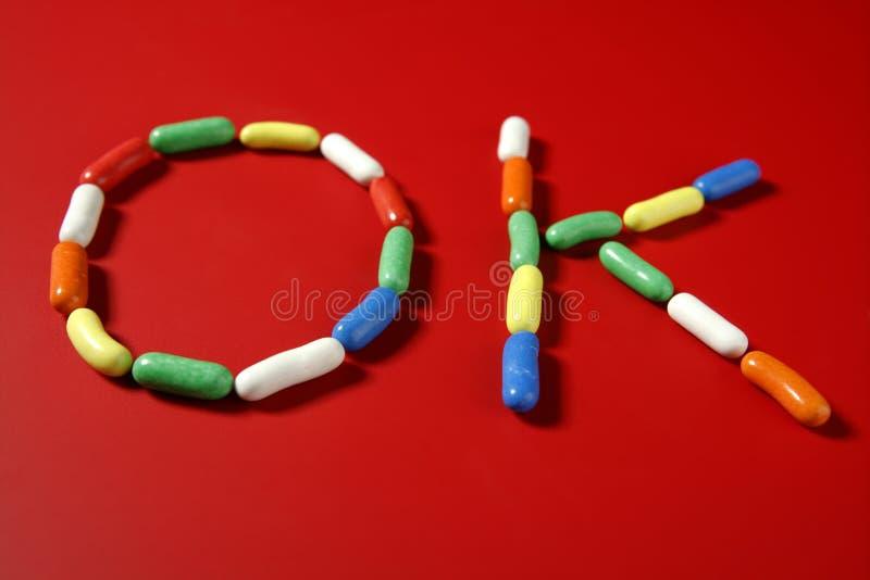 Bunte Bonbons der Süßigkeit mit Zeichenformen stockfotos
