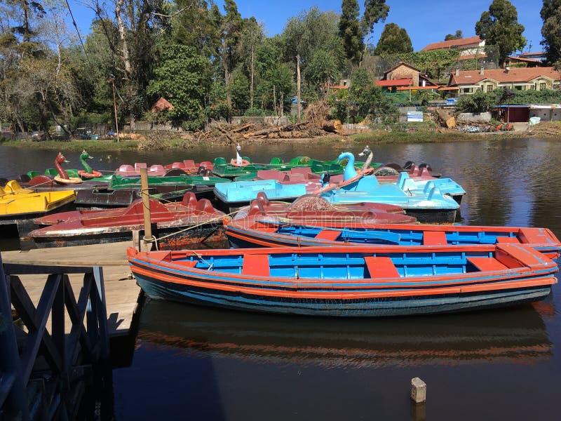 Bunte Boote am Kodaikanal-Hügel-Erholungsort stockfotos