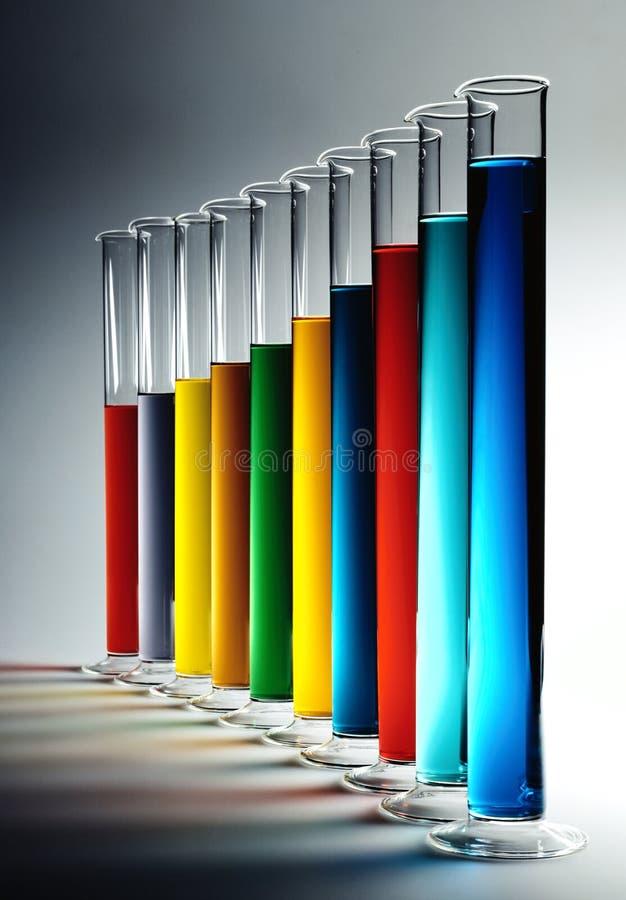 Bunte Chemikalien lizenzfreie stockfotografie