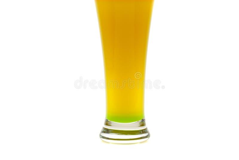 Bunte Cocktails mit der Frucht getrennt auf Weiß stockbild