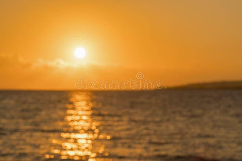 Bunte D?mmerung ?ber dem Meer, Sonnenuntergang Sch?ner magischer Sonnenuntergang ?ber dem Meer Sch?ner Sonnenuntergang ?ber dem O lizenzfreie stockfotos