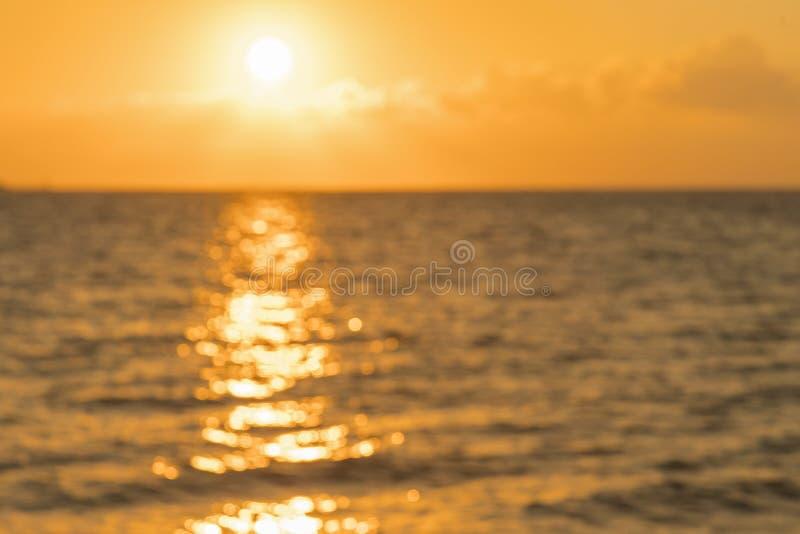 Bunte D?mmerung ?ber dem Meer, Sonnenuntergang Sch?ner magischer Sonnenuntergang ?ber dem Meer Sch?ner Sonnenuntergang ?ber dem O stockbild