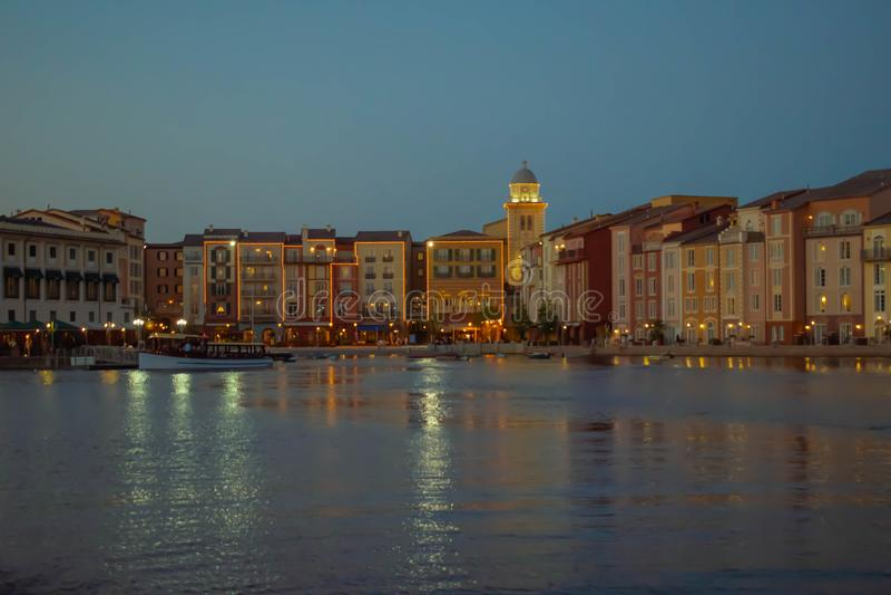 Bunte dockside Geb?ude auf Sonnenunterganghintergrund in Portofino-Hotel an Universal Studios-Bereich 3 lizenzfreie stockfotos