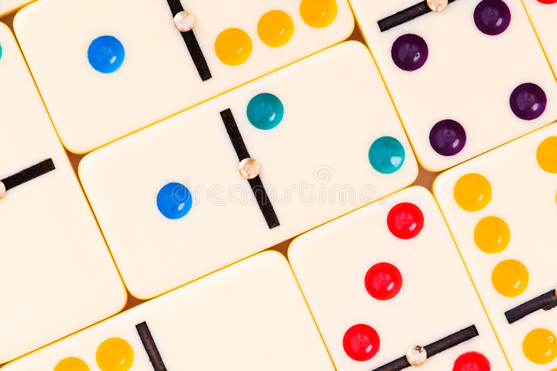 Bunte Dominos lizenzfreie stockbilder