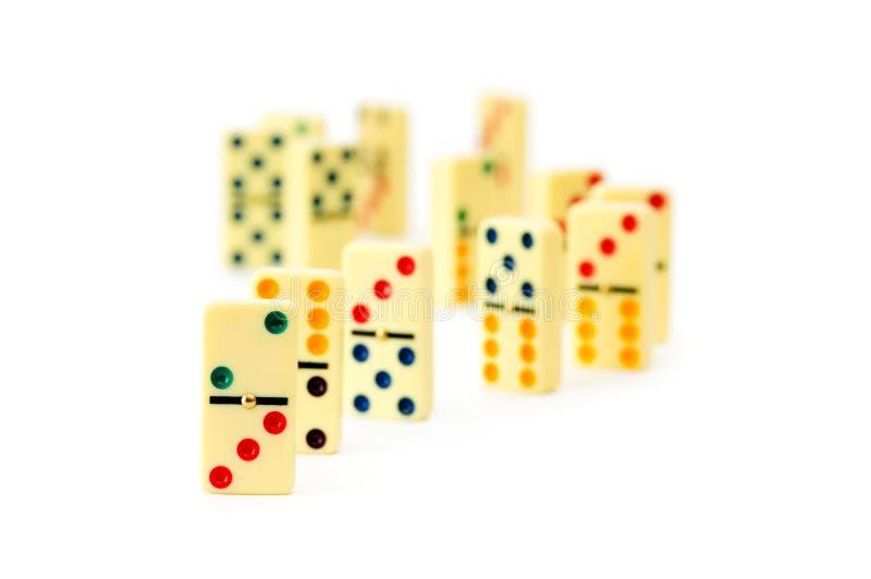 Bunte Dominos getrennt stockbild