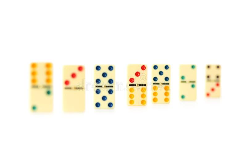 Bunte Dominos getrennt lizenzfreies stockbild