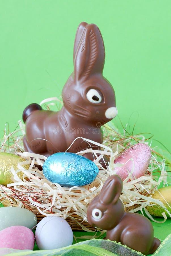 Bunte eingewickelte Schokolade Ostereier stockfotografie