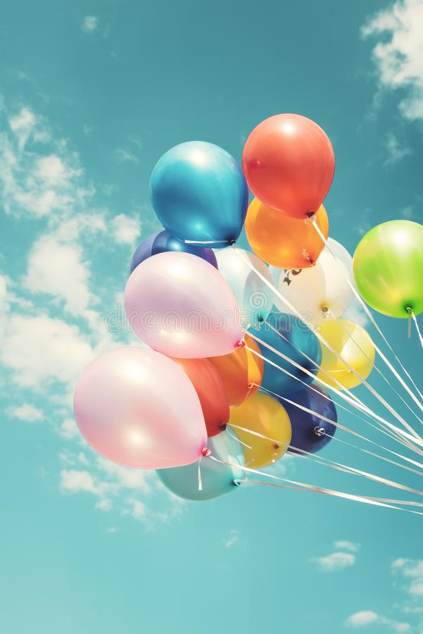 Bunte festliche Ballone stockbilder