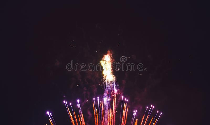Download Bunte Feuerwerk-Feier stockbild. Bild von viertes, farbe - 106800109