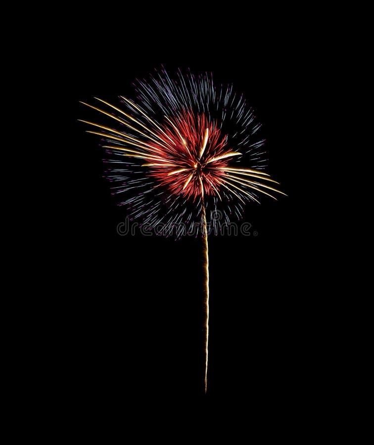 Bunte Feuerwerke auf schwarzem Hintergrund stockfotografie