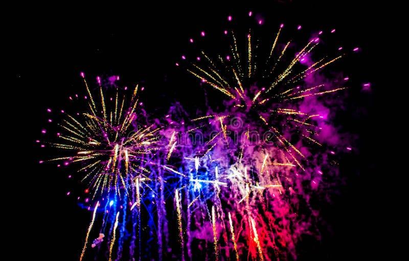 Bunte Feuerwerke in der elektrischen Ozeanshow bei Seaworld 13 stockfotos