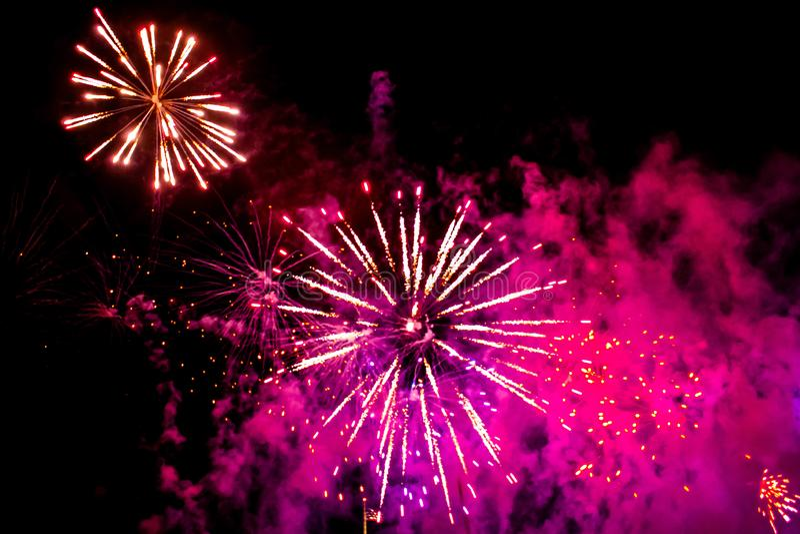 Bunte Feuerwerke in der elektrischen Ozeanshow bei Seaworld 1 stockfoto