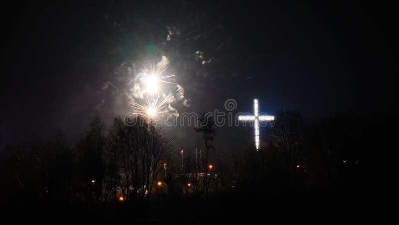 Bunte Feuerwerke nachts Feiertag stockfoto