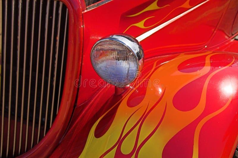 Bunte Flammen auf Ford 1934 Hotrod lizenzfreies stockfoto