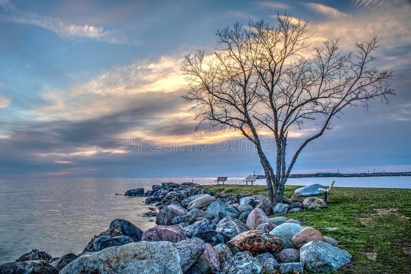 Bunte früher Morgen-Ufergegend-Szene bei Meaford, Ontario lizenzfreies stockbild