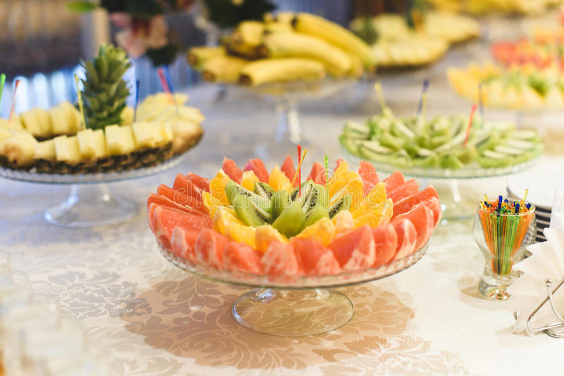 Bunte Frucht-Platte lizenzfreie stockfotos