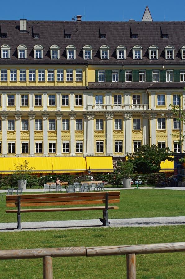 Bunte Gebäudefassade der Weinlese stockfotografie