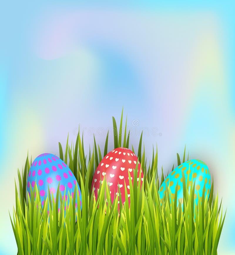 Bunte gemalte Ostereier versteckt im grünen Gras auf Himmelhintergrund Feiertagsfahnen-Dekorationselemente lizenzfreie abbildung