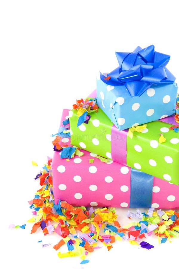 Bunte Geschenke für Geburtstag lizenzfreies stockbild