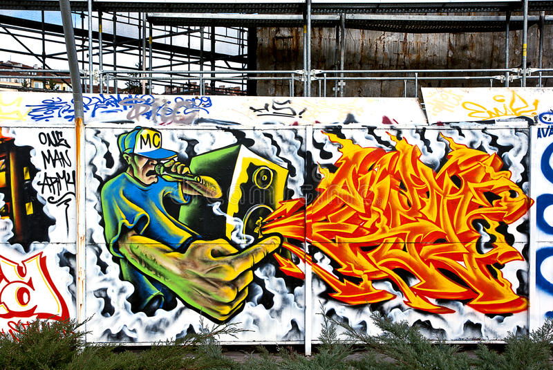 BUNTE GRAFFITI-WAND stockbilder