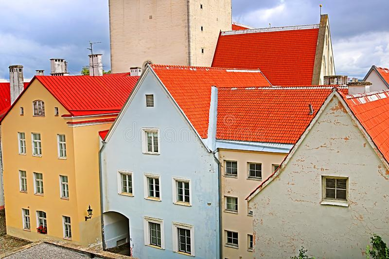 Bunte Häuser in der alten Stadt, Tallinn, Estland lizenzfreie stockfotografie