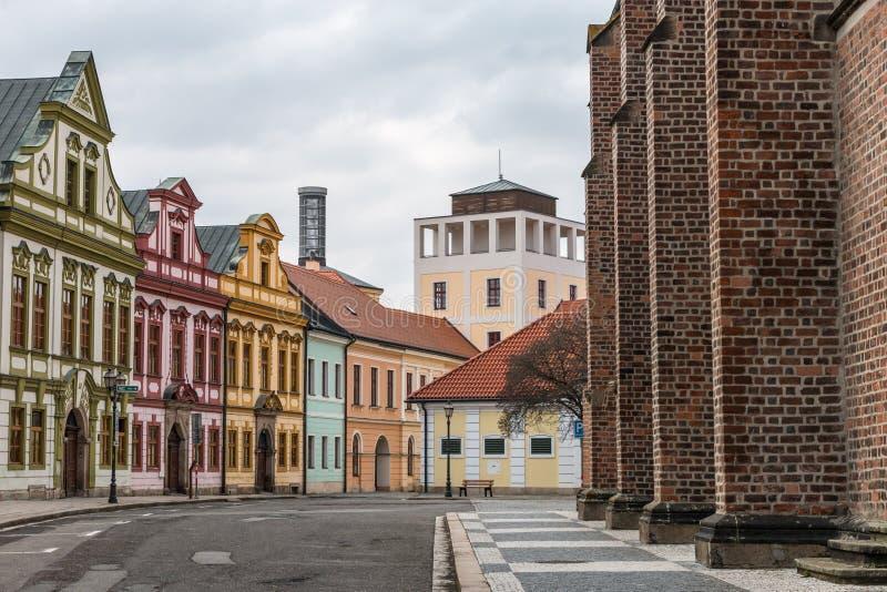Bunte Häuser des Stadtzentrums Hradec Kralove lizenzfreie stockfotos