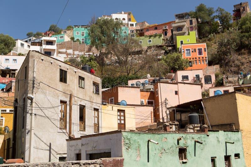Bunte Häuser in Guanajuato, Mexiko lizenzfreie stockfotos