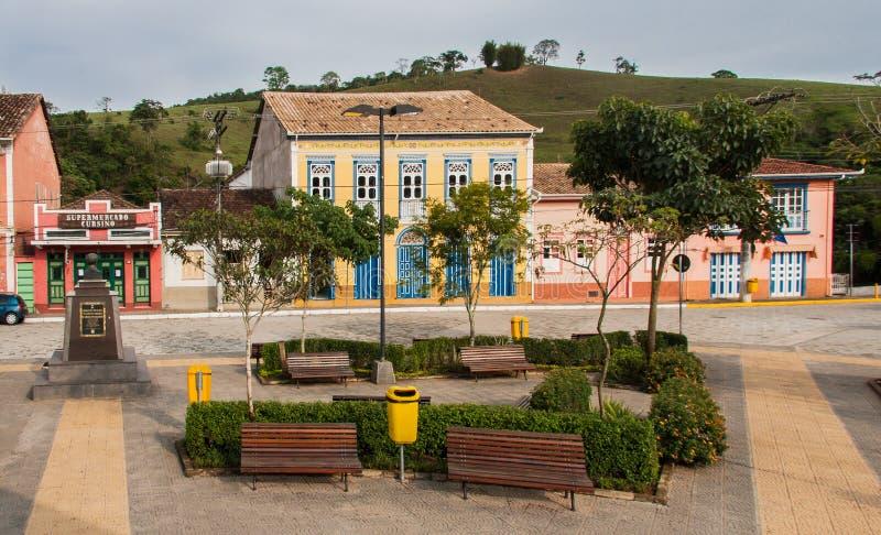 Bunte Häuser im Sao Luis tun Paraitinga stockfotos