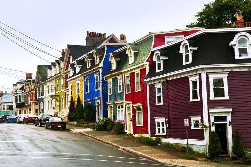 Bunte Häuser in Neufundland stockfotos