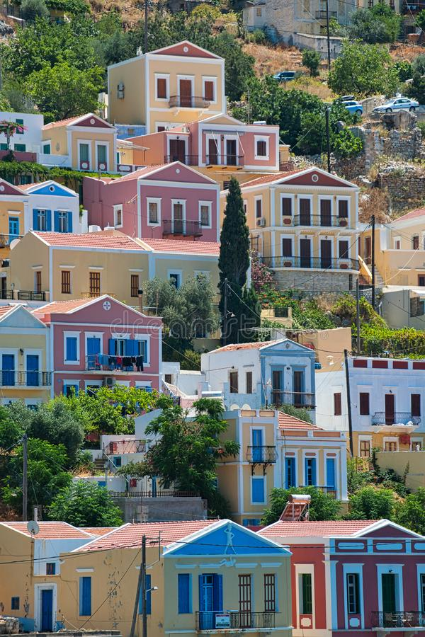 Bunte Häuser Symi-Stadt, Insel von Symi stockfoto