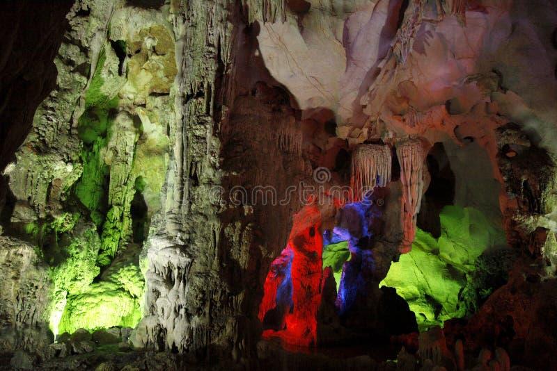 Bunte Höhle lizenzfreie stockbilder