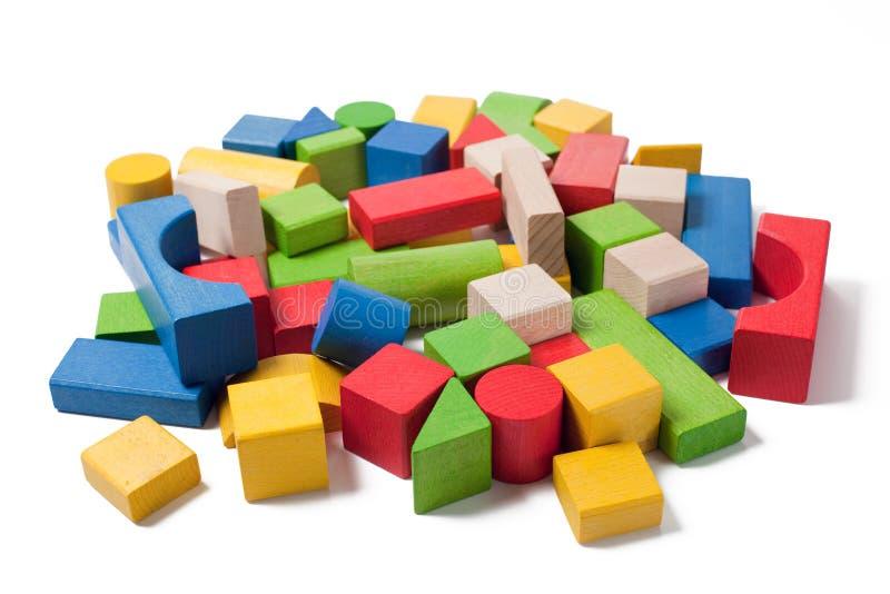 Bunte hölzerne Spielzeugblöcke stockfoto