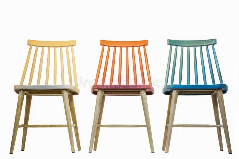 Bunte hölzerne Stühle stockfoto. Bild von frech, raum - 84200344