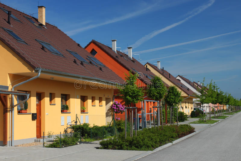 Bunte halbe freistehend Häuser stockfoto
