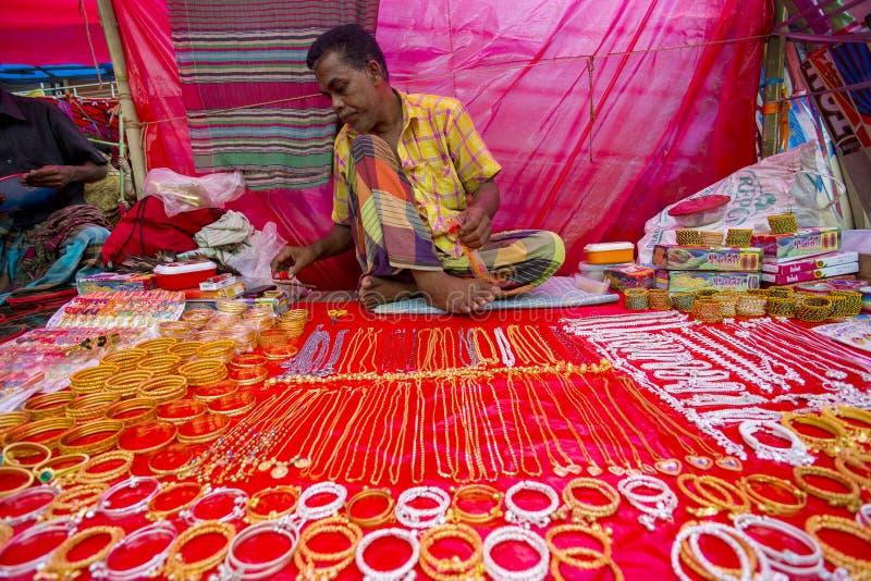 Bunte handgemachte Verzierungen, in einem Bangla Pohela Baishakh angemessen stockbilder