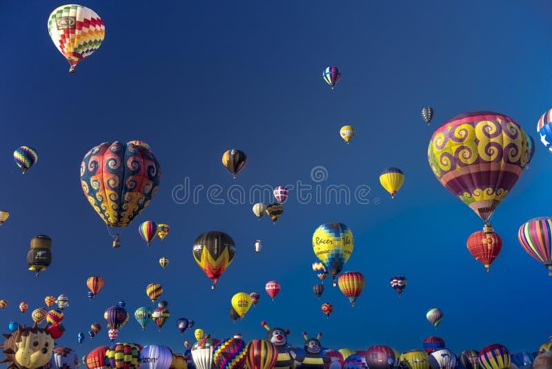 Bunte Heißluft-Ballone an der Albuquerque-Ballon-Fiesta, Alb lizenzfreie stockfotos