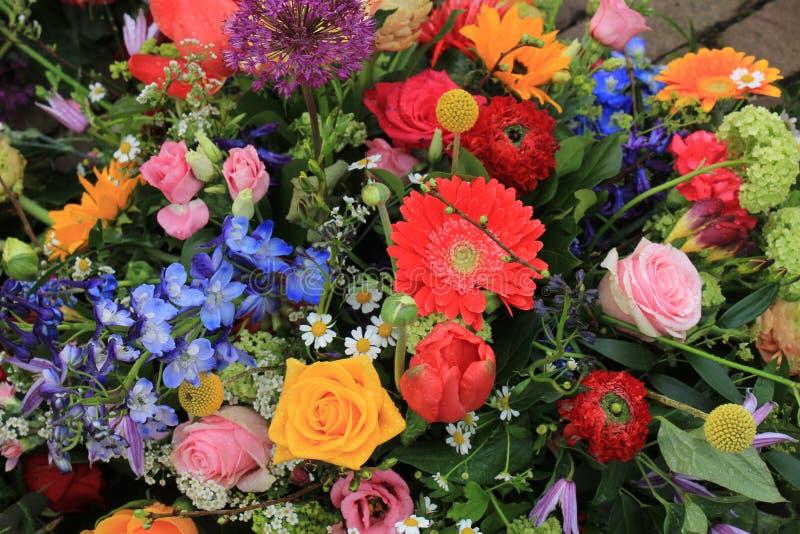 Download Bunte Hochzeits-Blumen stockfoto. Bild von weiß, gerber - 90230218